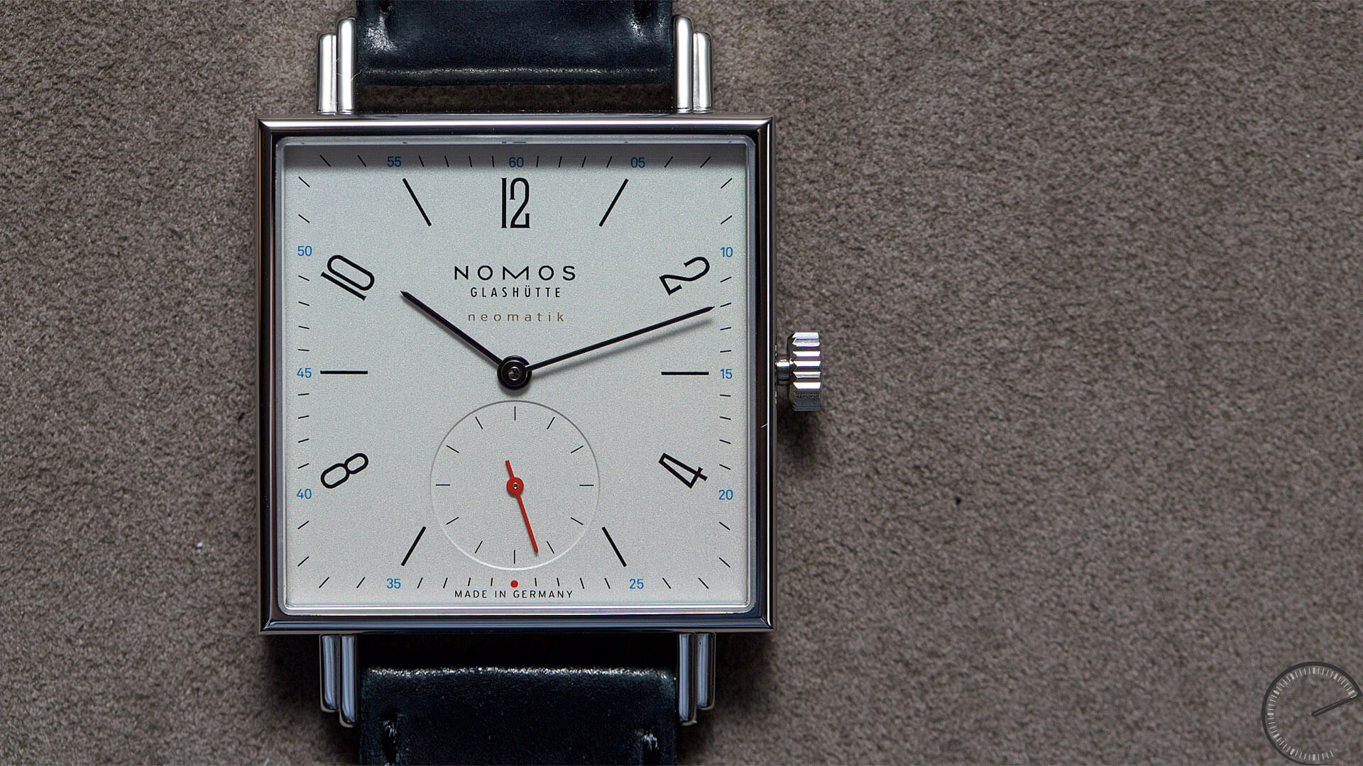 NOMOS_Glashuette_Tetra_neomatik_case - ESCAPEMENT magazine - watch blog by ESCAPEMENT