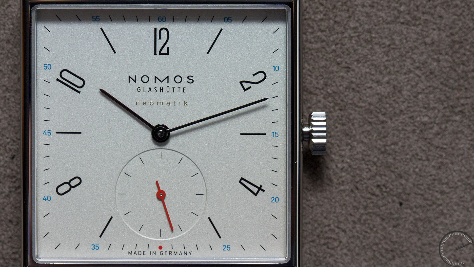 NOMOS_Glashuette_Tetra_neomatik_dial - ESCAPEMENT magazine - watch articles by Angus Davies