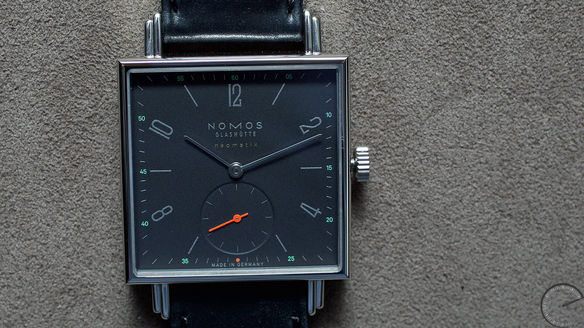 NOMOS_Glashuette_Tetra_neomatik_tiefblau_case - ESCAPEMENT magazine - watch blogs by Angus Davies