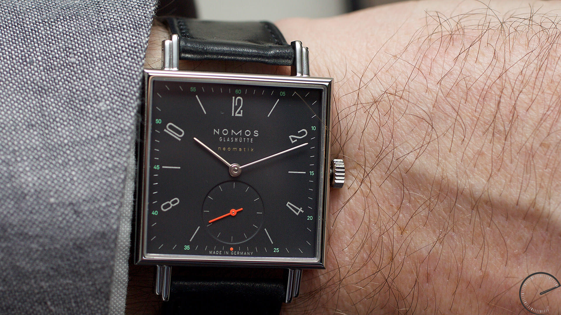 NOMOS_Glashuette_Tetra_neomatik_tiefblau_wrist - ESCAPEMENT magazine - watch reviews by Angus Davies