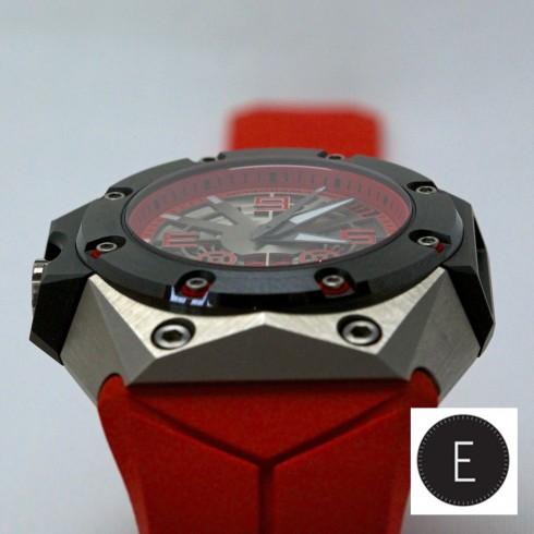 Linde Werdelin Oktopus Titanium Red - in-depth hands-on review by ESCAPEMENT