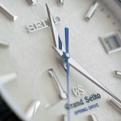 Grand Seiko SBGA011 - in-depth watch review by ESCAPEMENT