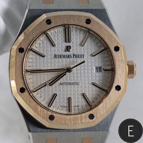 Audemars Piguet Two-Tone Self-winding Royal Oak - hands-on watch review by ESCAPEMENT