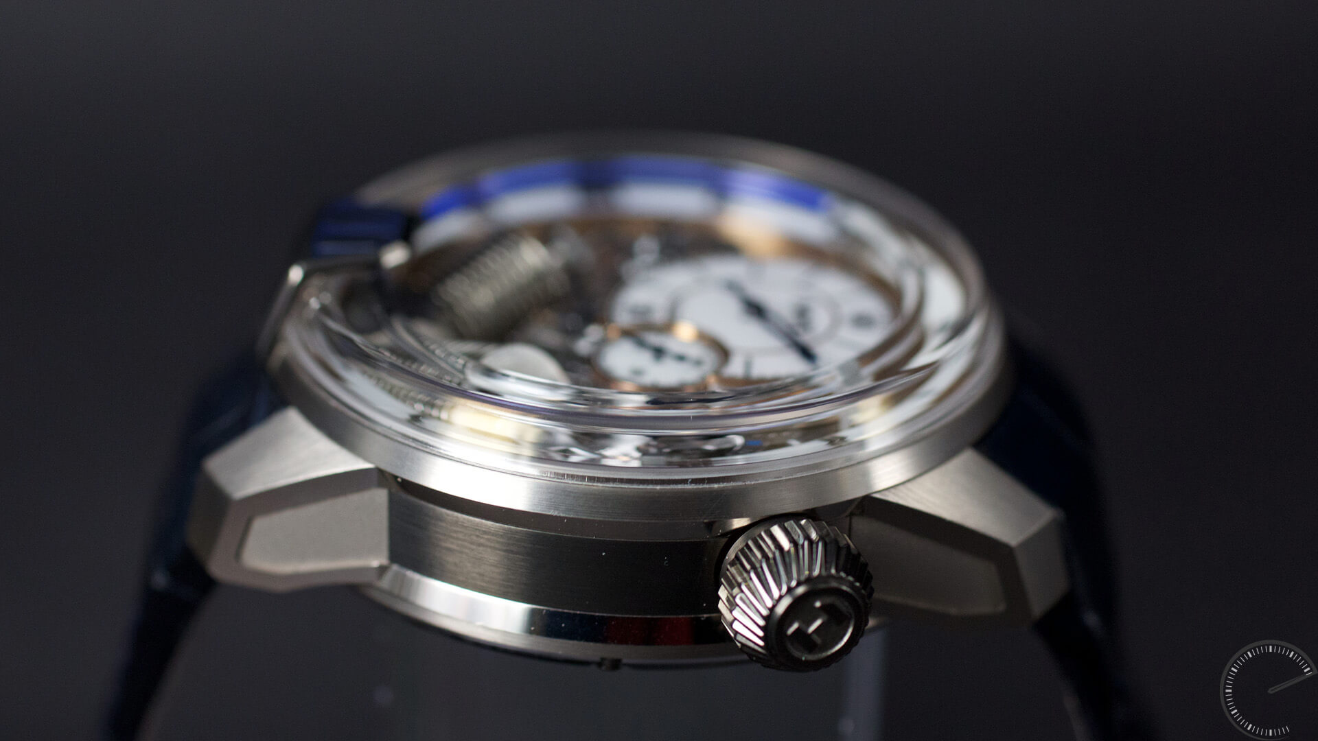 HYT_H2_Tradition_crown- ESCAPEMENT Magazine - watch reviews by Angus Davies