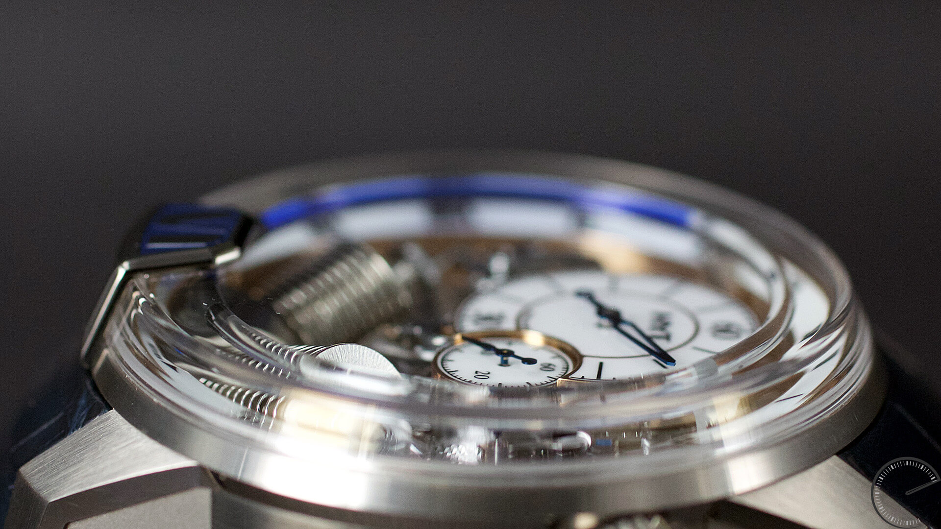 HYT_H2_Tradition_dial3 - ESCAPEMENT Magazine - watch reviews by Angus Davies