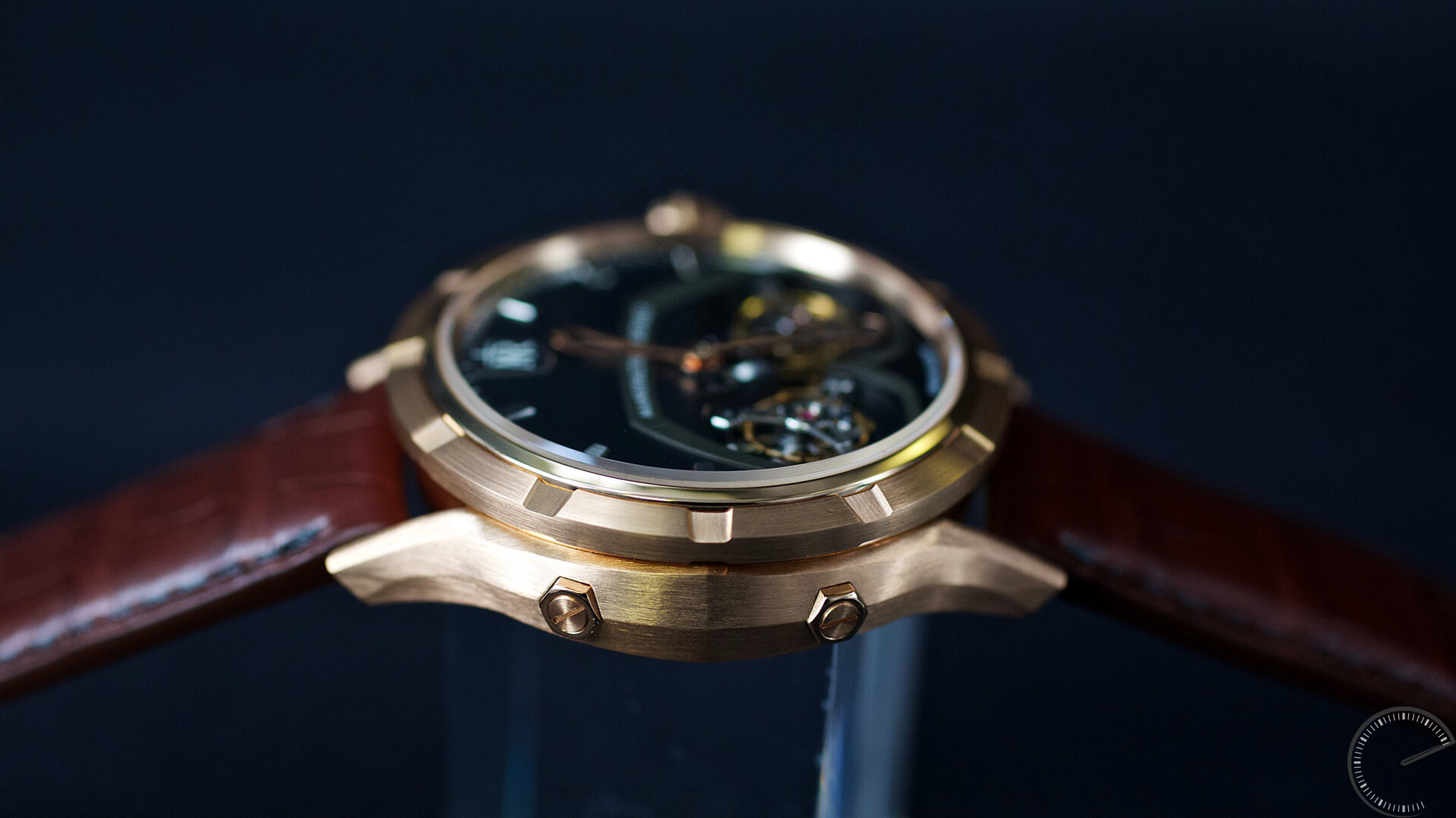Manufacture Royale 1770 Micromegas_caseband - ESCAPEMENT magazine - watch articles by Angus Davies