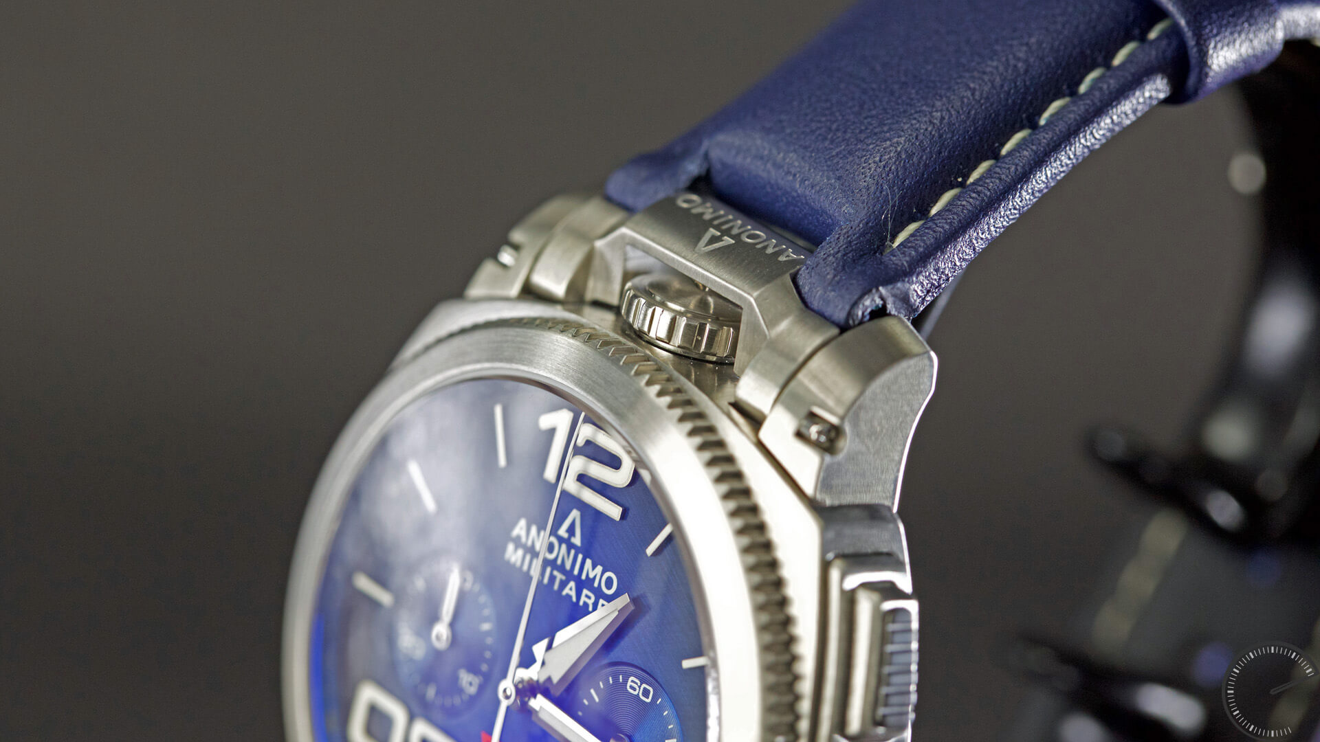 Anonimo_Militaire_Classic_Chrono_blue_dial_crown1 - - ESCAPEMENT magazine - watch reviews by Angus Davies