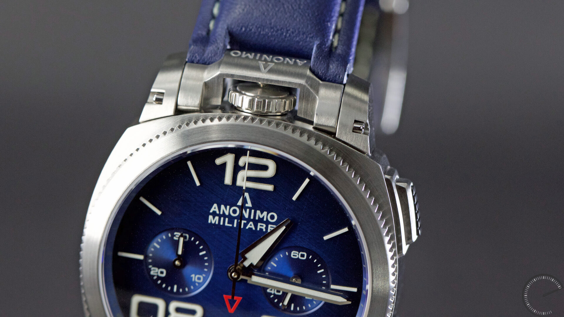 Anonimo_Militaire_Classic_Chrono_blue_dial_crown2 - ESCAPEMENT magazine - watch reviews by Angus Davies