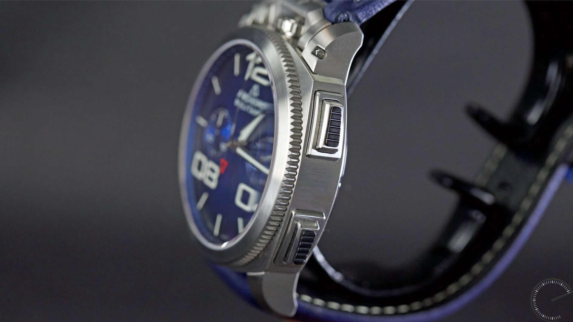 Anonimo_Militaire_Classic_Chrono_blue_dial_pushpieces - ESCAPEMENT magazine - watch reviews by Angus Davies