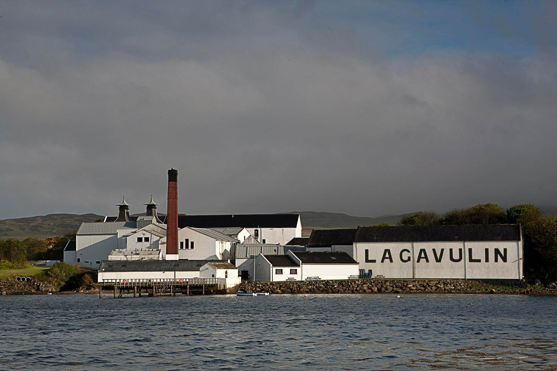 lagavulin_10 - ESCAPEMENT MAGAZINE - The Finer Things in Life - whisky editorial by Philip Day