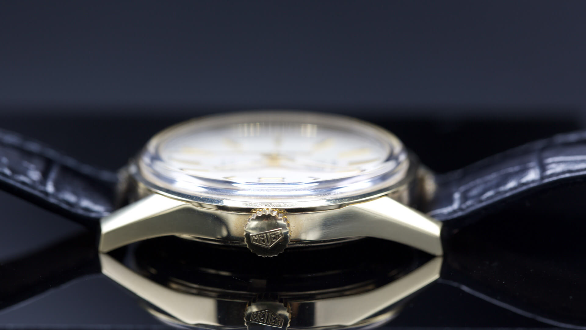 TAG_Heuer_CARRERA_100M_Calibre_7_Glassbox_39MM_caseband - ESCAPEMENT MAGAZINE - watch reviews by Angus Davies
