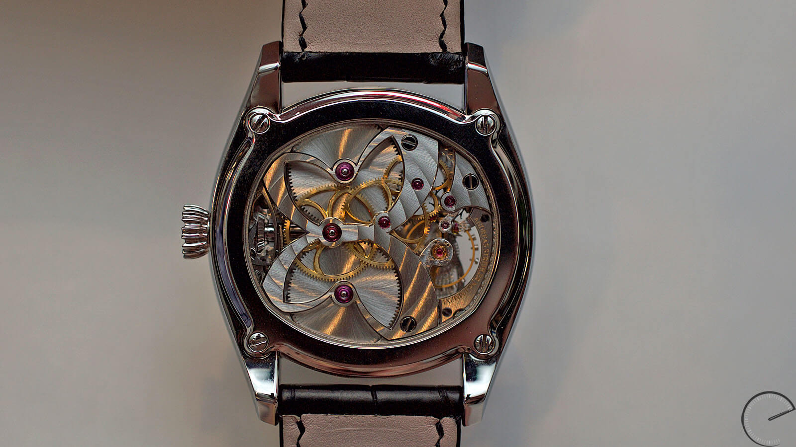 Image of hand wound movement within the Andreas Strehler Lune Exacte