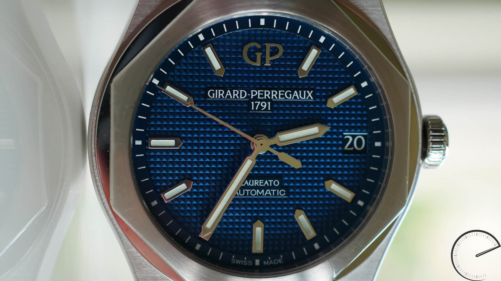 Girard-Perregaux Laureato 42mm - timepiece inspired by 1970s original