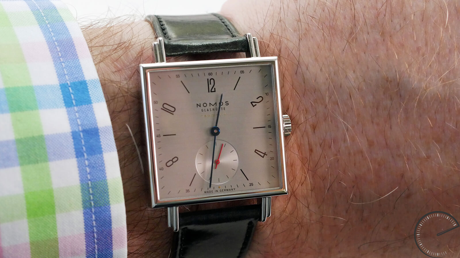 NOMOS Glashutte Tetra neomatik 29 silvercut - square cased watch with Manufacture movement