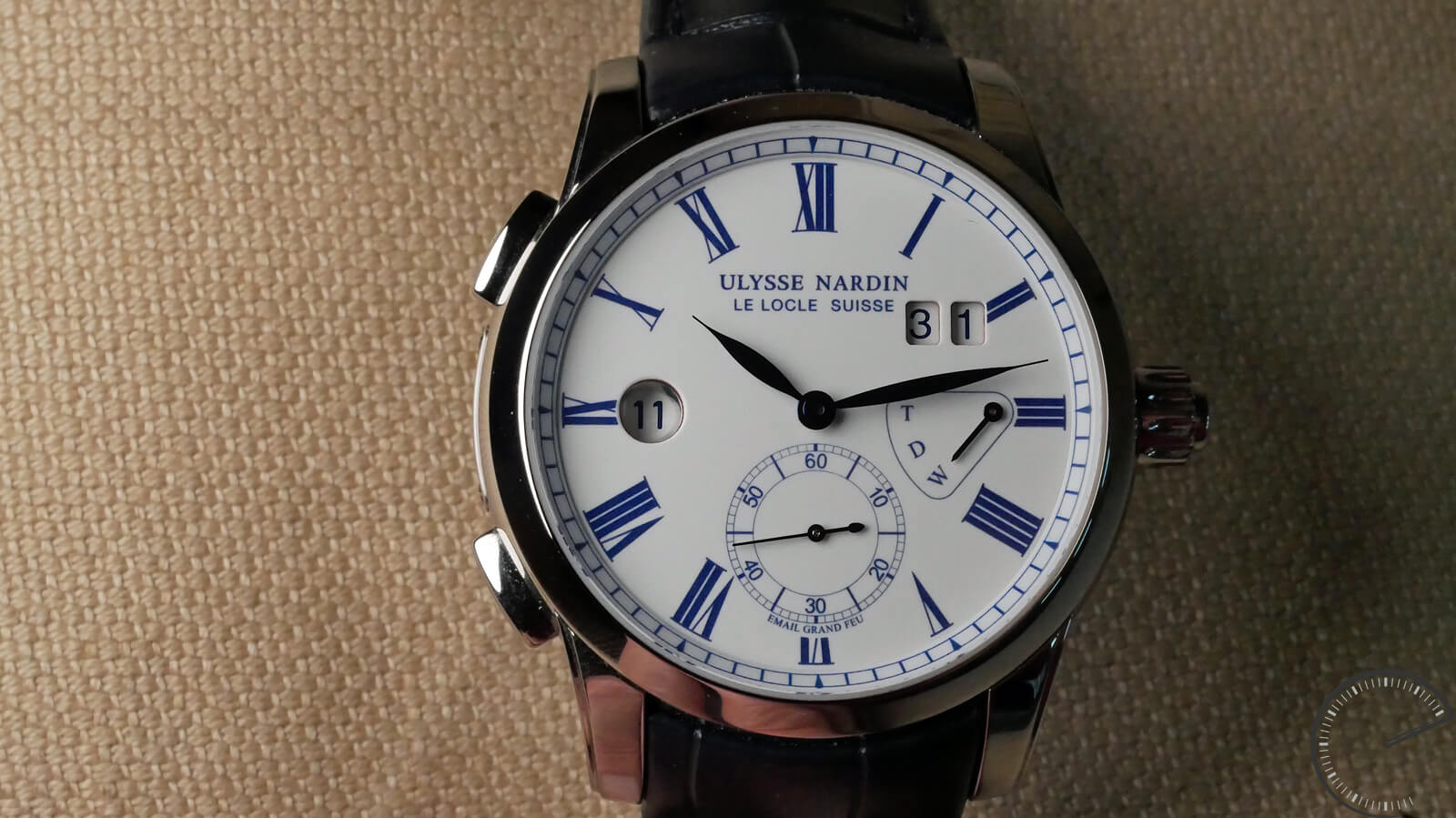 Ulysse Nardin Classic Dual Time Enamel - watch with GMT function and Grand Feu enamel dial