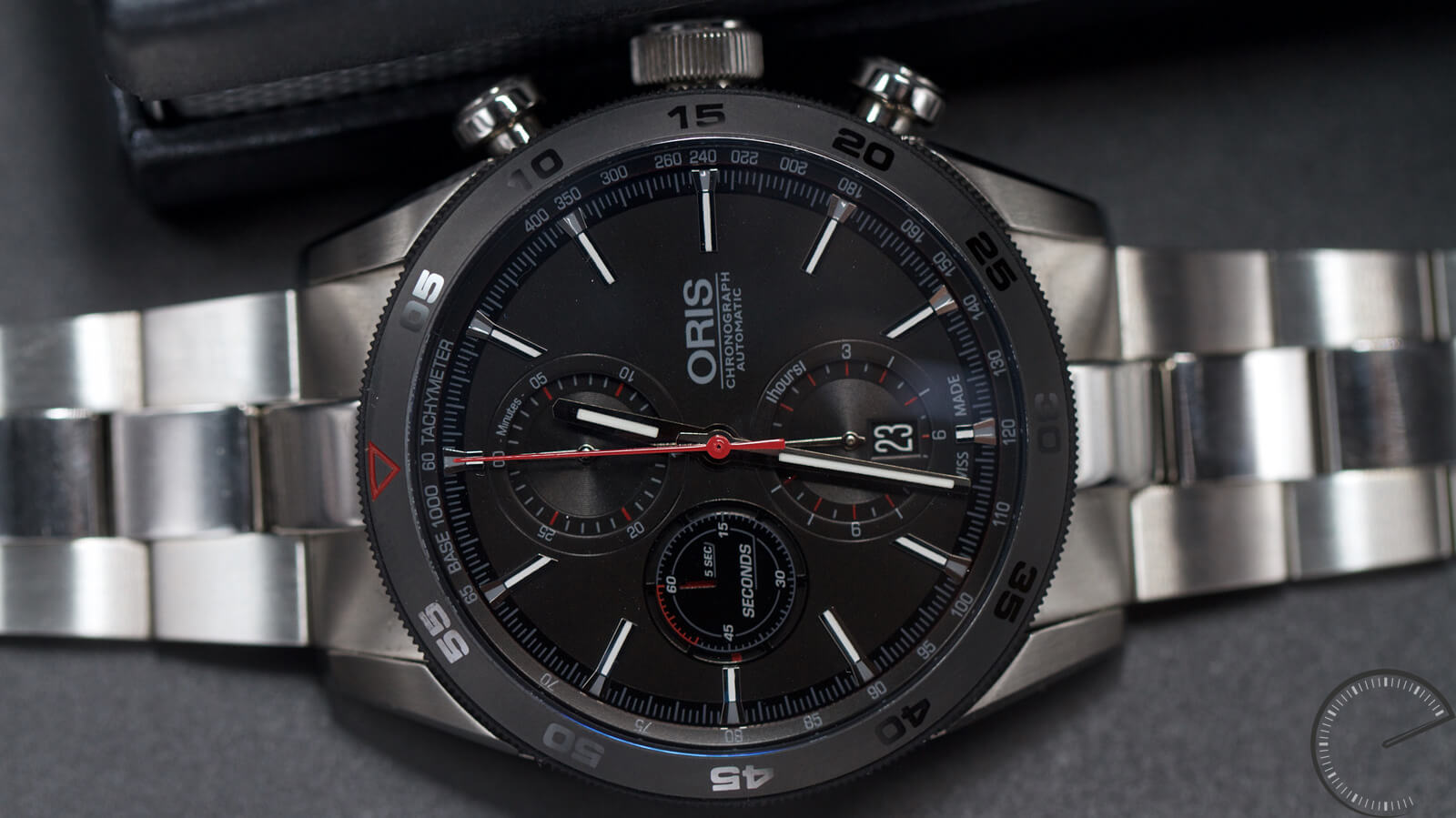 Oris Artix GT Chronograph - tri-compax chronograph with metal bracelet and Sellita SW500 movement