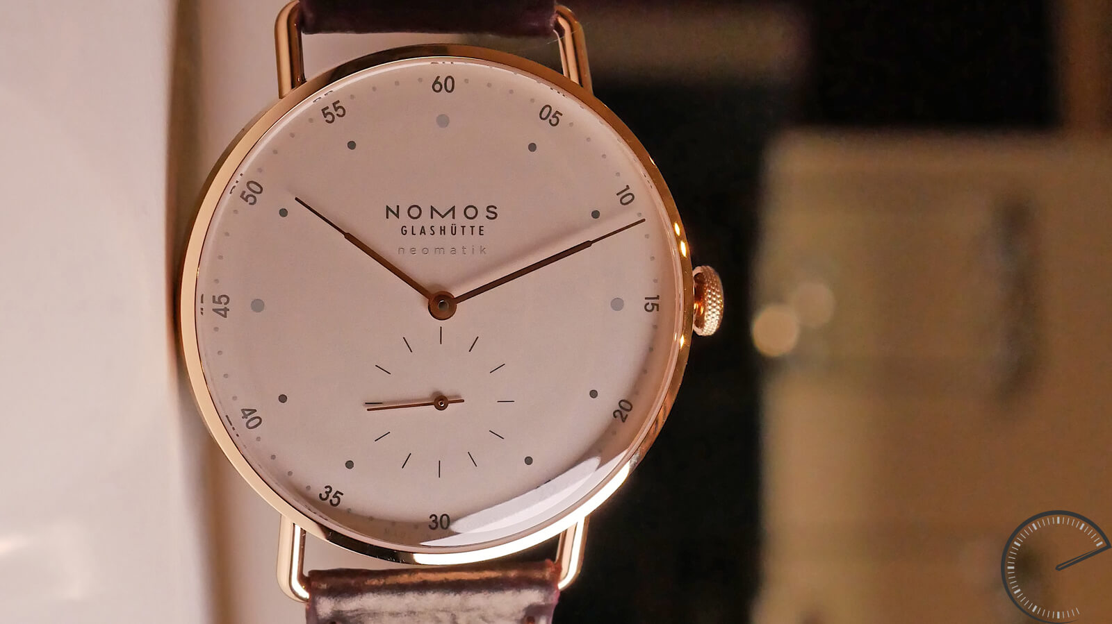 NOMOS Glashutte Metro Rose Gold Neomatik 39 - gold watch featuring the DUW 3001 movement