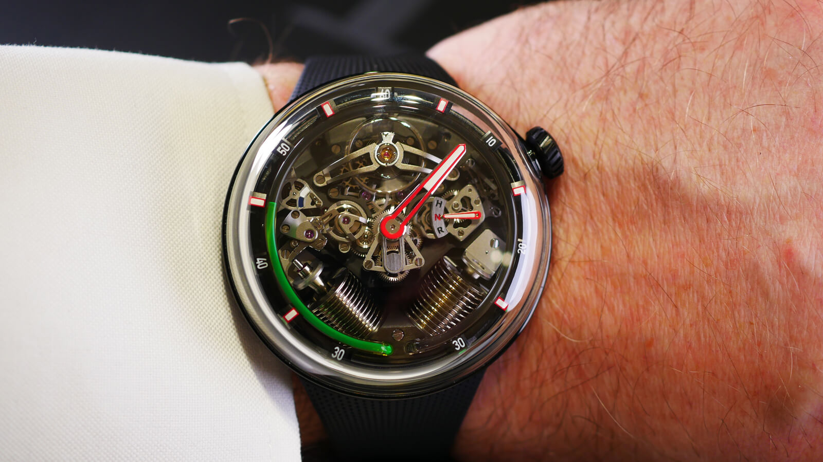 HYT H20 - hand-wound watch with fluidic indication of hours