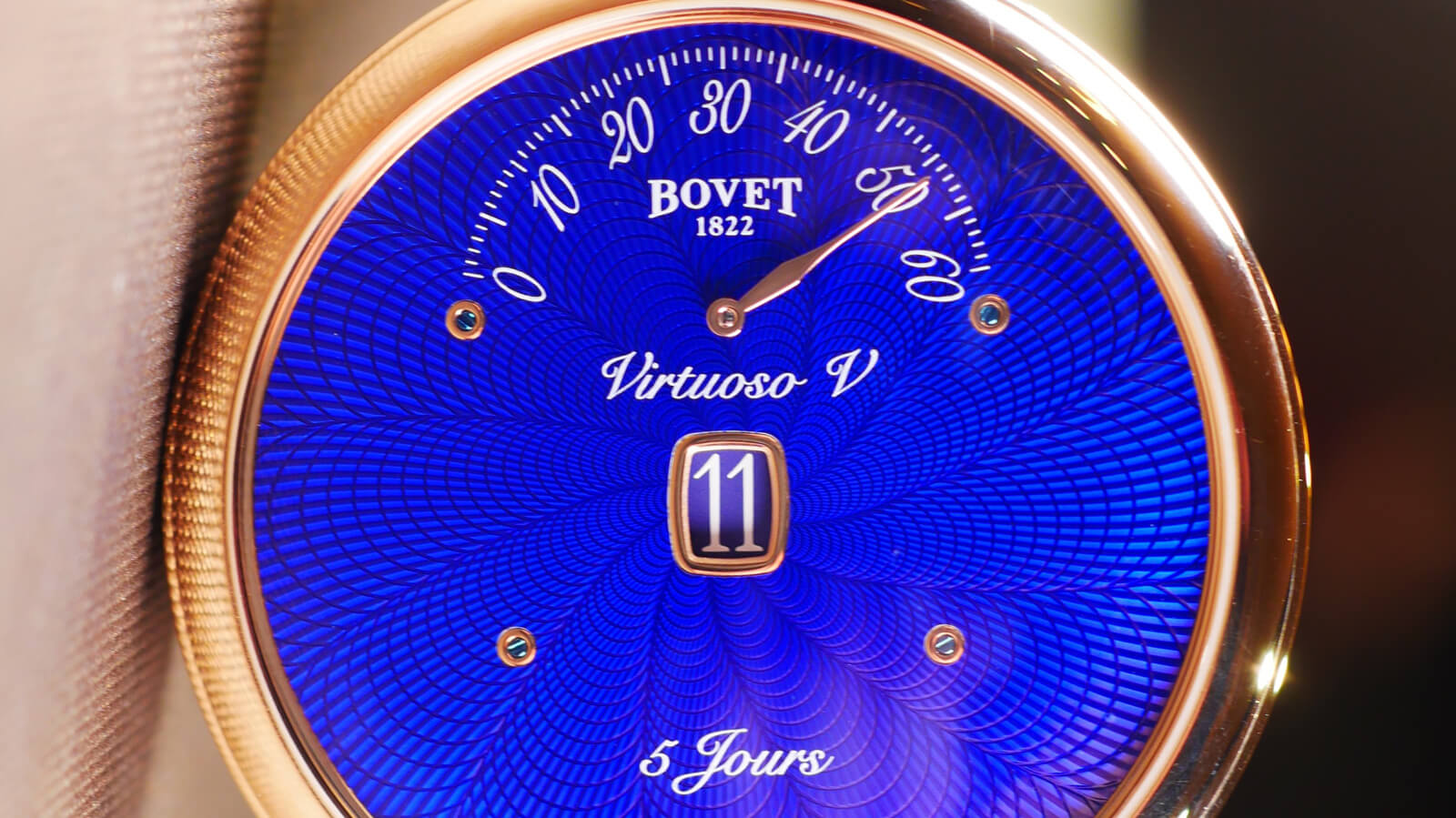 Bovet Amadeo Fleurier Virtuoso V - Jumping hours, retrograde minutes and reversed hand-fitting